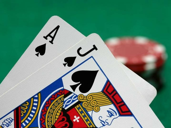 The Political labour of counting cards in blackjack